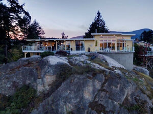 Stunning Executive Ocean View Home in Gibsons