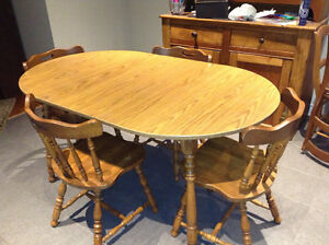 Maple table with 2 leaves and 4 chairs for sale London Ontario image 1