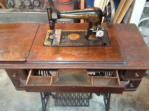 Antique singer sewing machine, top and 5 drawers
