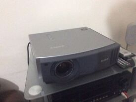 Sony VPL-AW15 Home Theatre Projector 720p but can still show 1080p source
