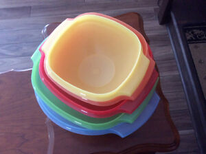 Tupperware 5 Bowl Set with press down lids
