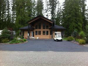 Mabel Lake-Luxury 4 bedroom Home, golf course and airpark