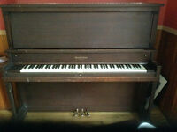This piano needs love/ce piano a besoin d'amour