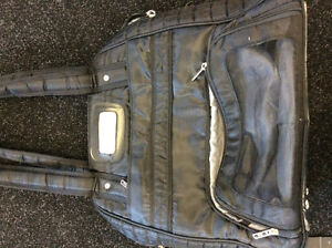 Lug puddle jumper gym bag black or red, good condition