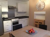Central Location nr City/Uni/Trains Large Rm Prof wkg/Mature Students Only Inc. Rent No Extra Fees
