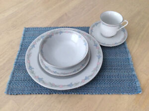 5 piece dish set with eight settings