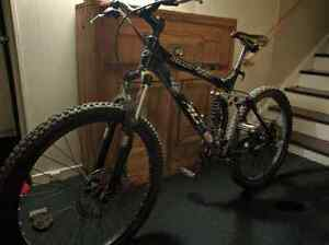 Giant AC2 mountain bike - great condition with upgrades