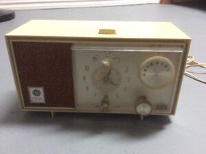 Vintage GE analog alarm radio
