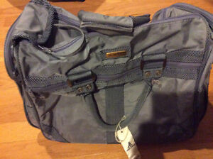 GREY STRADELLINA TRAVEL/TOTE/SPORTS BAG - IN GOOD CONDITION