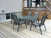 Set table patio avec 5 chaises