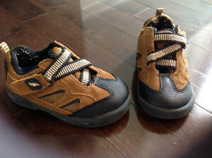 DR. SCHOLL'S SHAWN TODDLER SHOE - SIZE 6