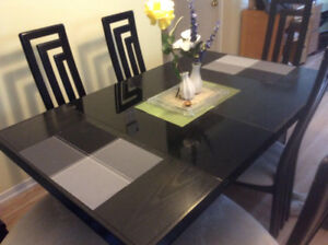 Kitchen/Dining Set with 6 chairs and an extension