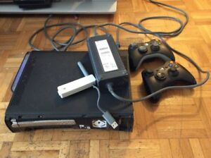 Xbox 360 120GB  + Power cable+2 Controler