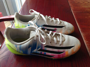 Size 3 Adidas Messi soccer cleats shoes souliers