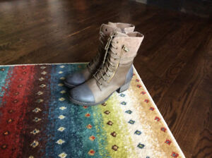 Sole addiction boots