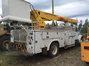 Simons AT60C Manlift /carry deck cranes / bucket truck. Prince George British Columbia image 6