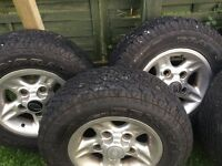 Set of 5 235/75/16 landrover alloys with tyres