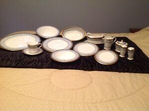 Noritake Neptune Gold dish set