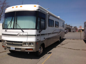 2001 WINNEBAGO ADVEVTURA 35U