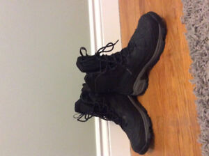 MENS BOOTS- COLUMBIA SIZE 9