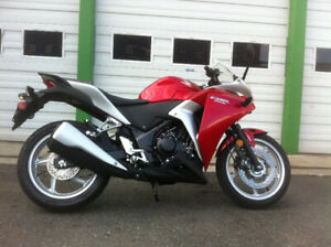 2011 HONDA CBR250R CBR 250R RED AND SILVER ABS