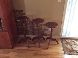 set de trois petites tables rondes