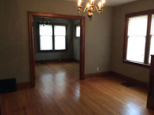 TILLSONBURG Semi-detached available to a couple