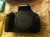 Canon T3i et lentille Canon 17-85mm IS et extra...COMME NEUVE