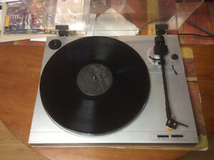 Sanyo TP 220 turntable
