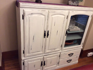 Beautifully chalk painted hutch