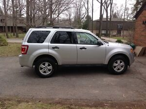 2010 Ford Escape XLT V6 LEATHER (etest & safety)