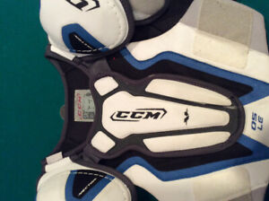 MENS SMALL CCM SHOULDER PADS