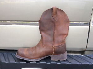 NEW ARIAT COWBOY BOOTS
