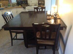 Kitchen / Dining Table & Chairs