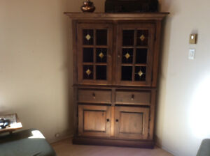 Armoire en coin en pin style antique