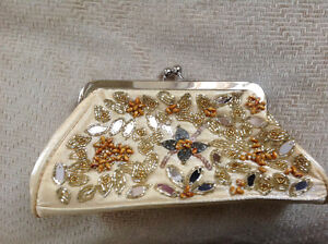 BNWT Gorgeous beaded Gold Purses(x5) perfect bridal party gifts Strathcona County Edmonton Area image 3
