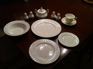 Royal Albert Val D'or 8 piece place setting plus