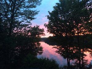 Roulotte à louer, bord du lac, sur terrain privé, quai et pédalo