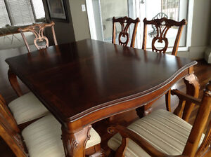 Traditional Dining Room Table & 8 Chairs with Silencer.