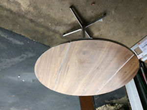 RETRO STYLE TABLE WITH TWO FOLDING LEAVES