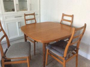 Table et chaises en teck,Mid Century/Rétro