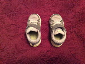 Boys Nike Sneakers Size 7.5