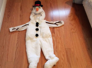 A brand new snow man costume with tag on for 2T