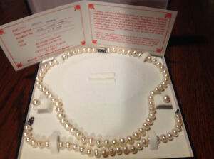 Genuine white pearl set