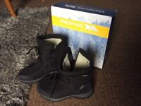 Ladies trespass snow boots size5