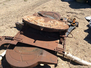 Two truck fifth wheel plates