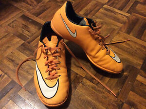 NIKE MERCURIAL soccer shoes for Boys Size 5 EXCELLENT CONDITION