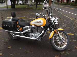 Honda shadow spirit 1998, 1100cc, condition A1, casques, sacs...