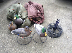 18 Cabela's Northern Flight decoys w/stands - never used.