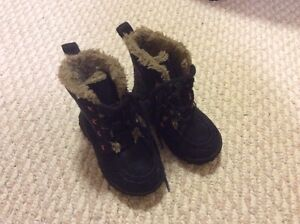 A pair of winter boots size 4 from Mexx on sale